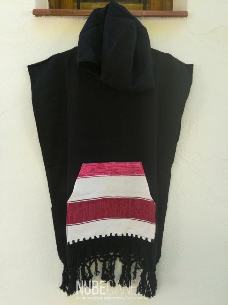 Poncho quetzacoatl negro liso y bolso rojo