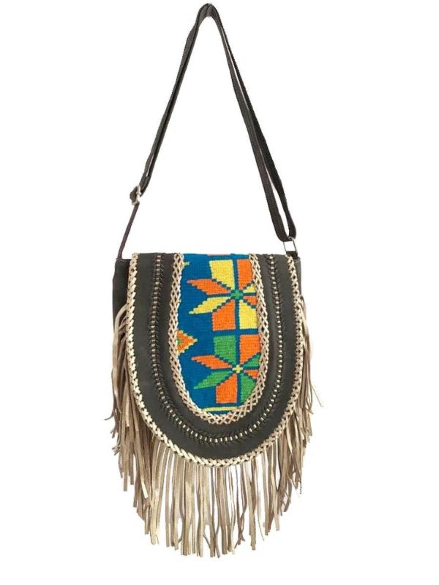 Bolso en piel con tejido wayuu