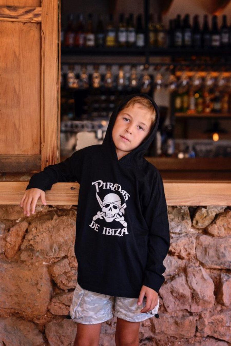 Camiseta Pirata Con Capucha