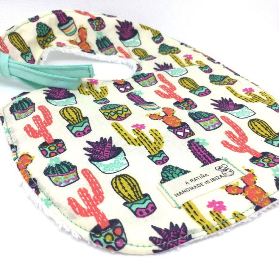 Babero cactus de colores