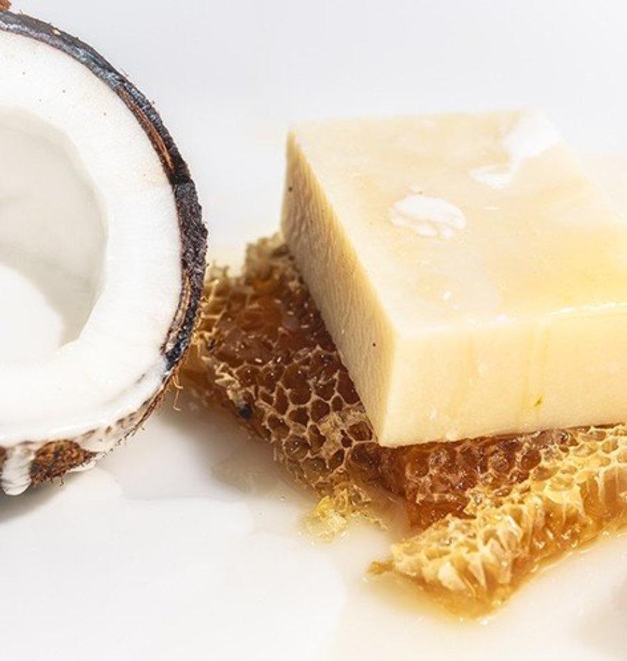 Jabón natural de leche de coco y miel