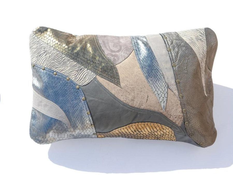 Almohada de cuero gris metalizado en diseño patchwork 7