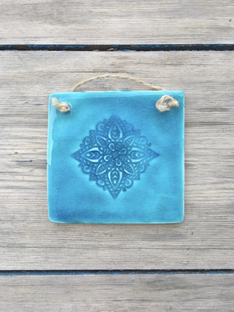 Decoración boho pared, baldosa cerámica Ibiza