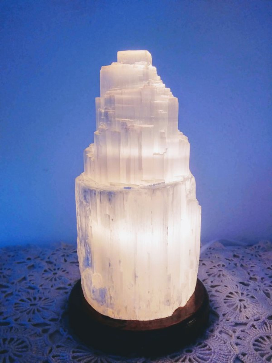 Selenite lamp with wooden support
