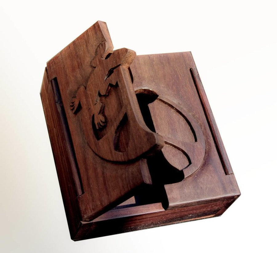 Caja Madera Logo
