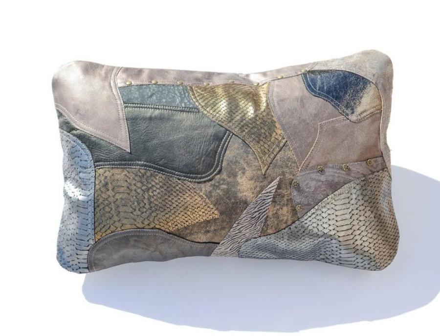 Almohada de cuero gris metalizado en diseño patchwork 8
