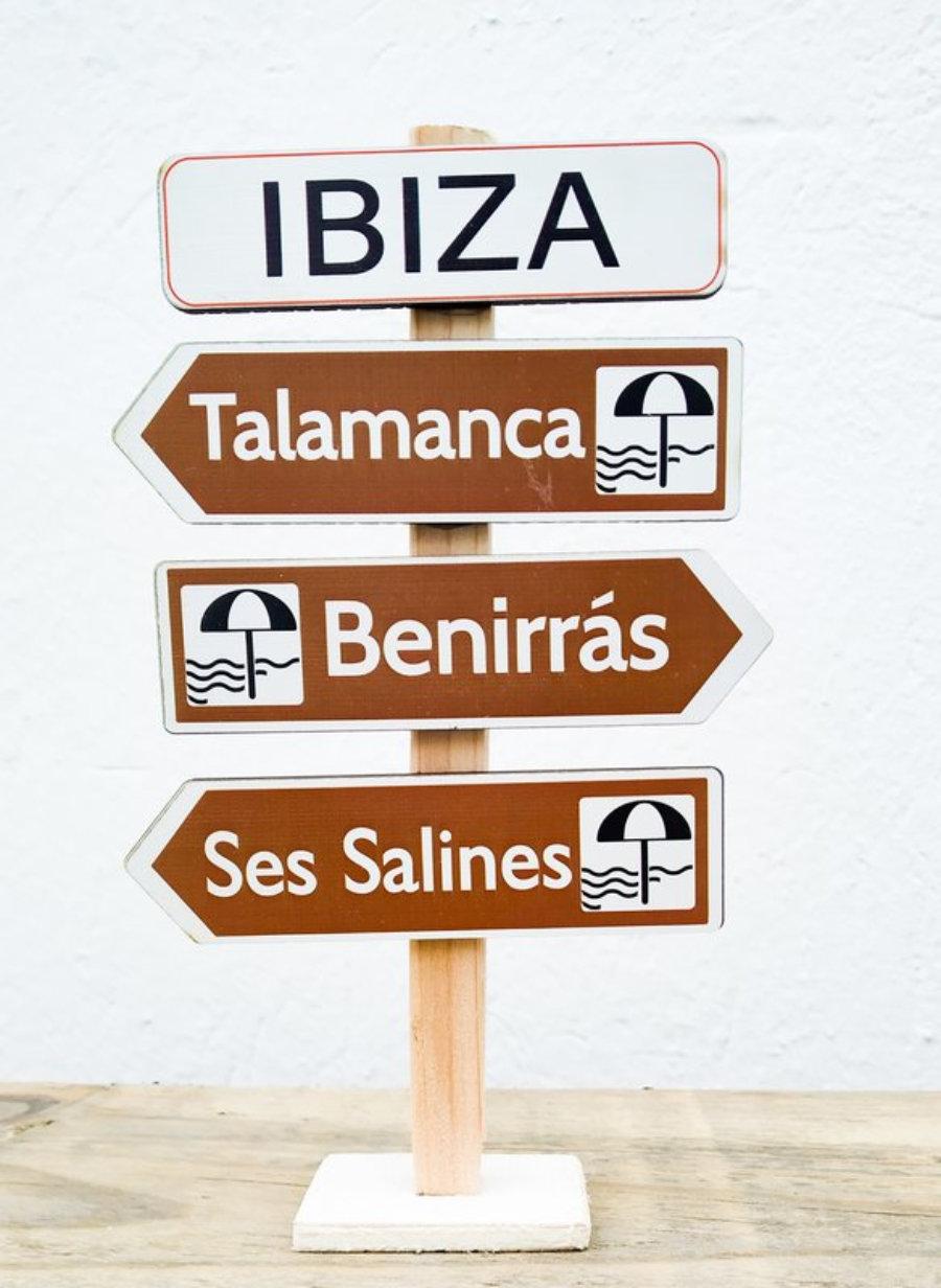 Totem De Flechas De Madera De Playas De Ibiza