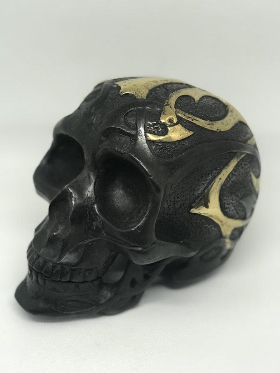 Calavera metal relieve grande negra/dorada