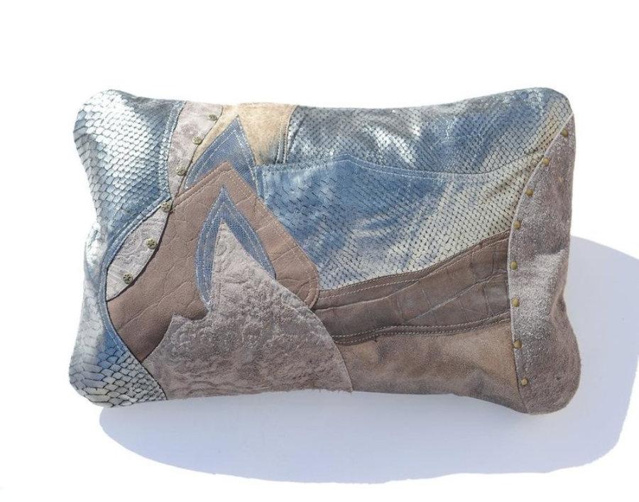 Almohada de cuero gris metalizado en diseño patchwork 6